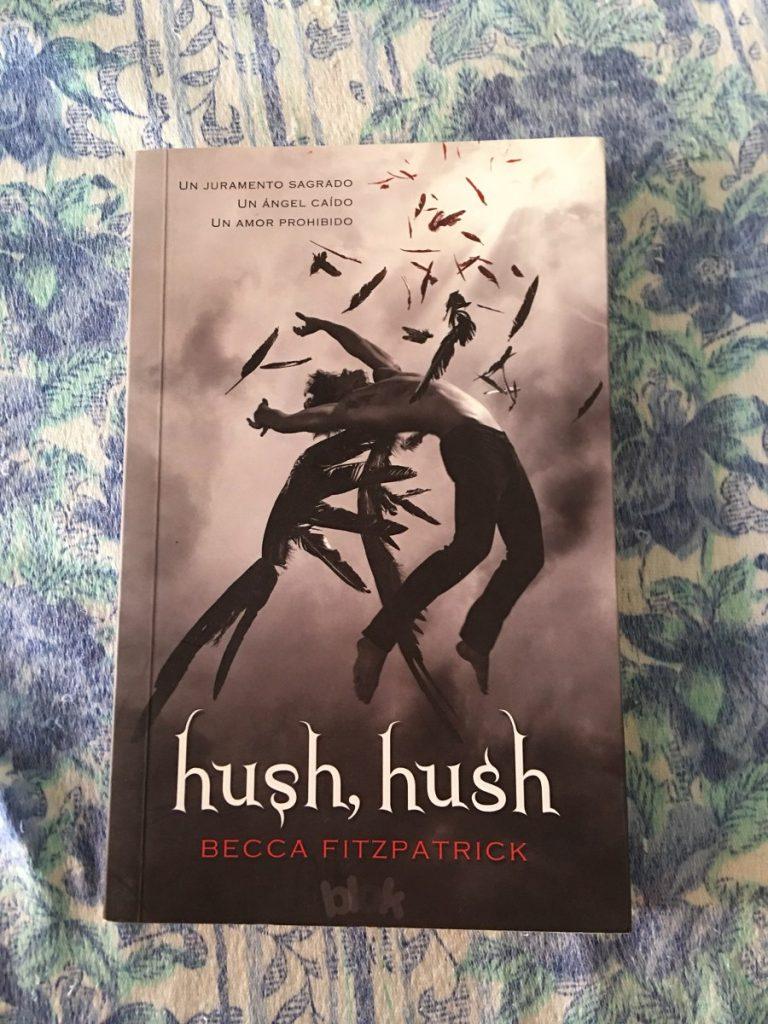 Primer libro de hush hush